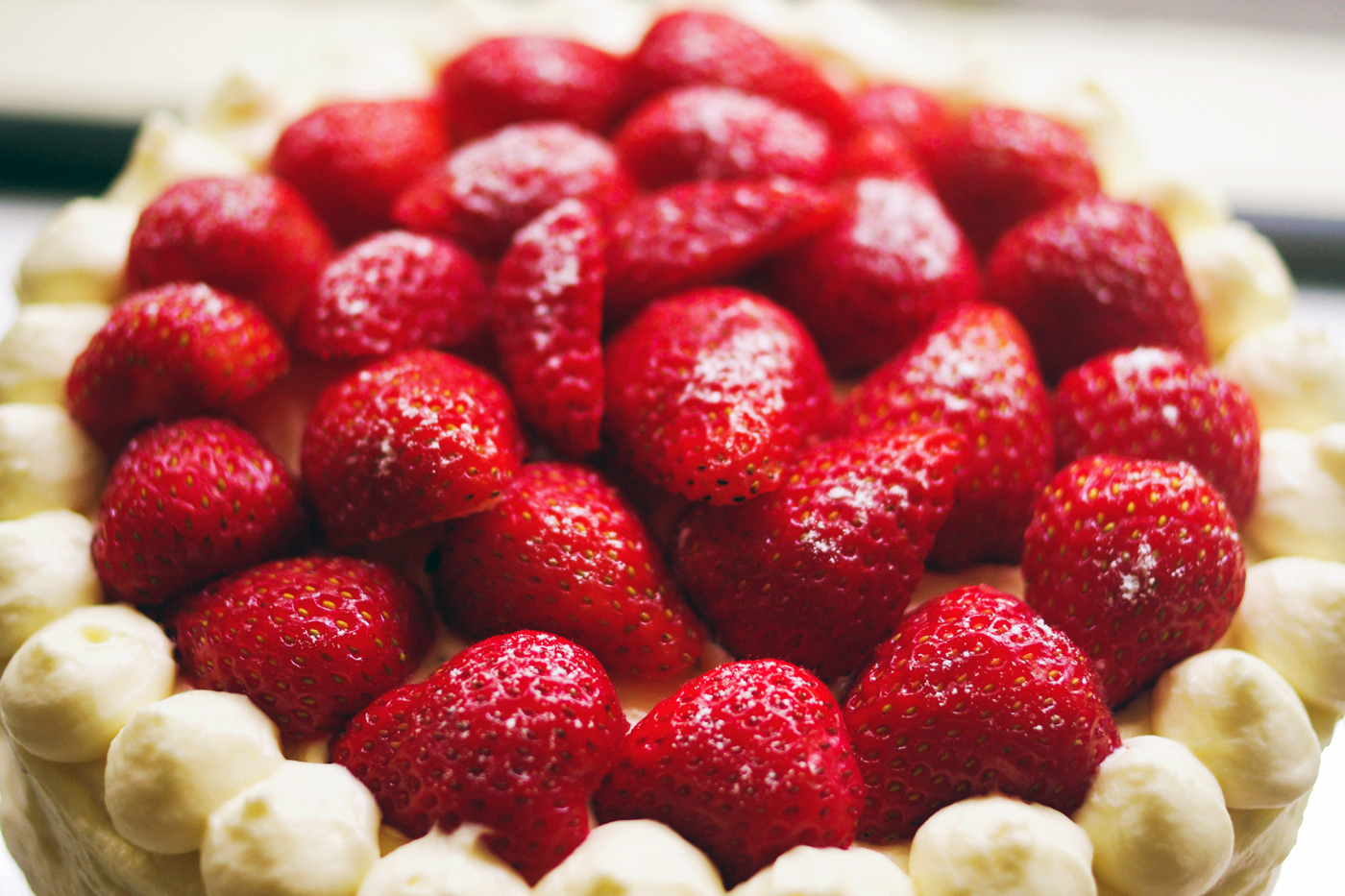 strawberries chocolate cream cake