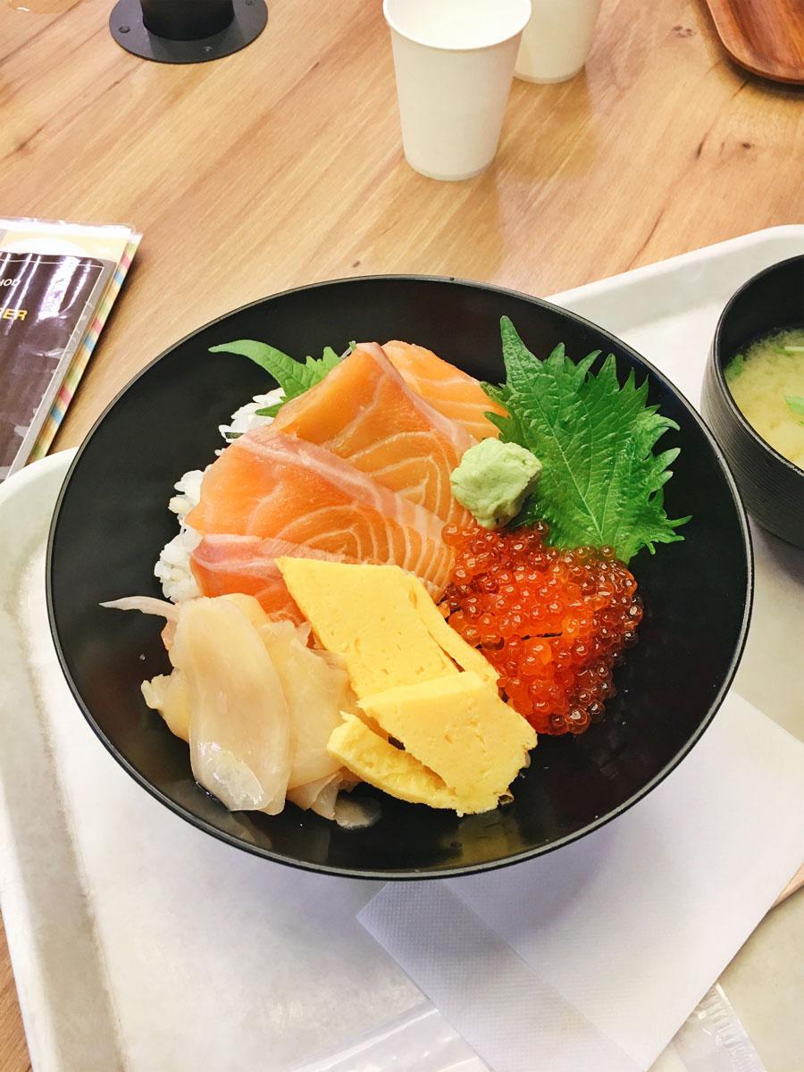 Chirashidon seafood bowl Magurodonya